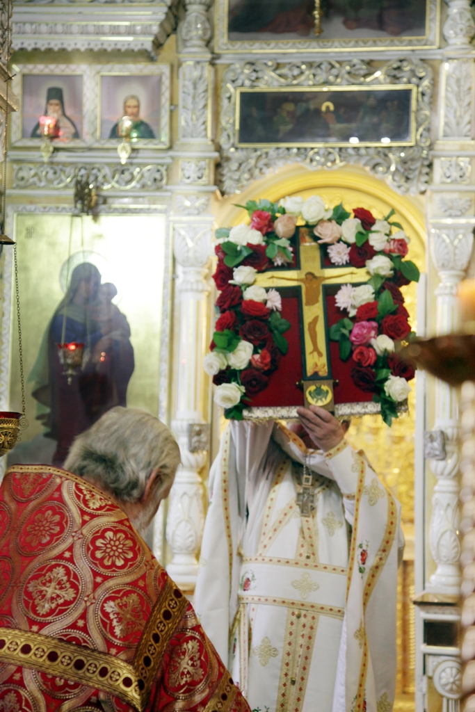 Изнесение Креста и освящение меда