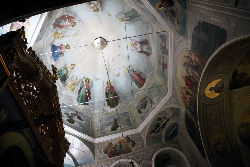 Освящение куличей, полунощница и пасхальный крестный ход. Фото
