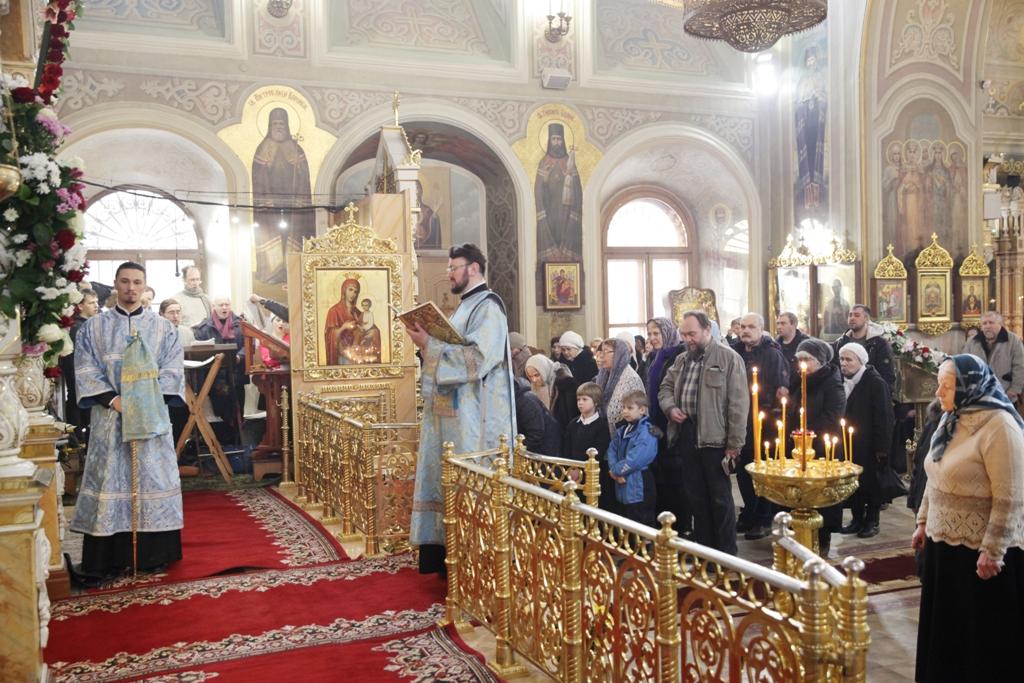 Божественная литургия в день праздника Покрова (фото)