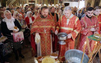Праздник происхождения Честных Древ Креста Господня. Освящение меда.