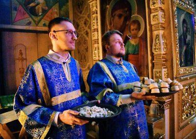 Молодежь храма приняла участие в ночной литургии