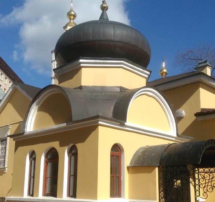 Богослужения в крестильном храме