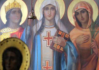 С праздником святых жен- мироносиц!