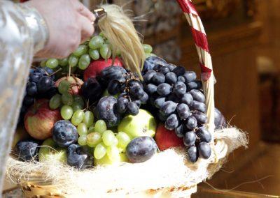 Литургия и освящение плодов в праздник Преображения Господа нашего Иисуса Христа. Фото