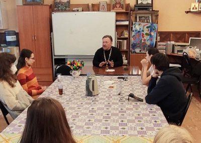 В Дискуссионом клубе прошла встреча со священником